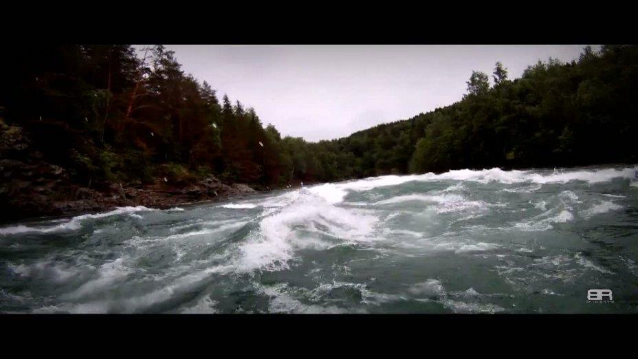 Bracing Rapid - Norway In A Slalom Kayak