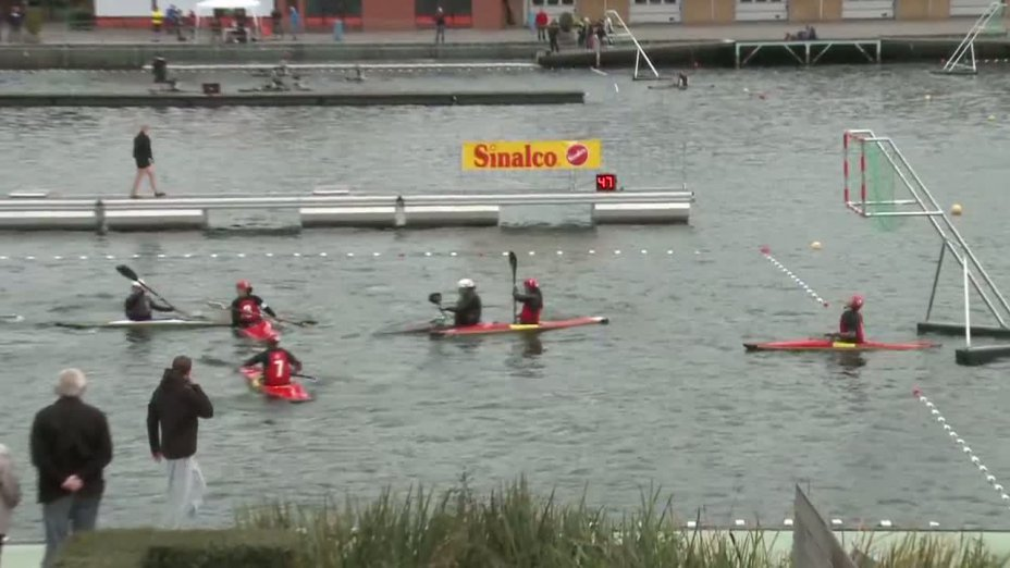 Spiel 119: Michiel de Ruyter gegen Club Madrileno Ciencias bei der European Club Championships Canoepolo 2012
